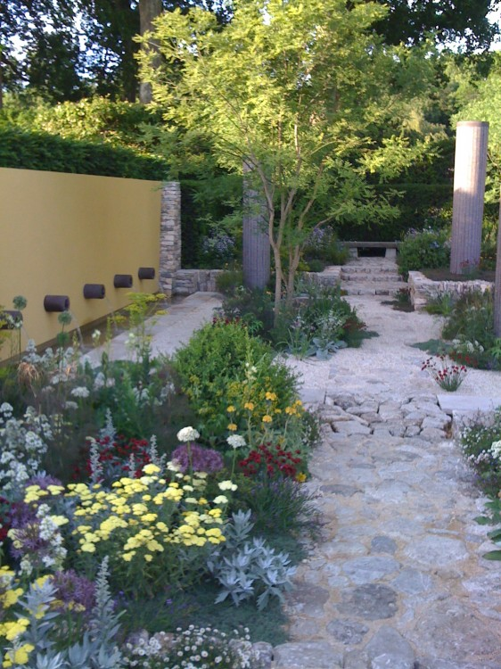 Best in Show Garden by Cleve West: Would Have that Crumbly Path if Could But Not the Yellow Wall
