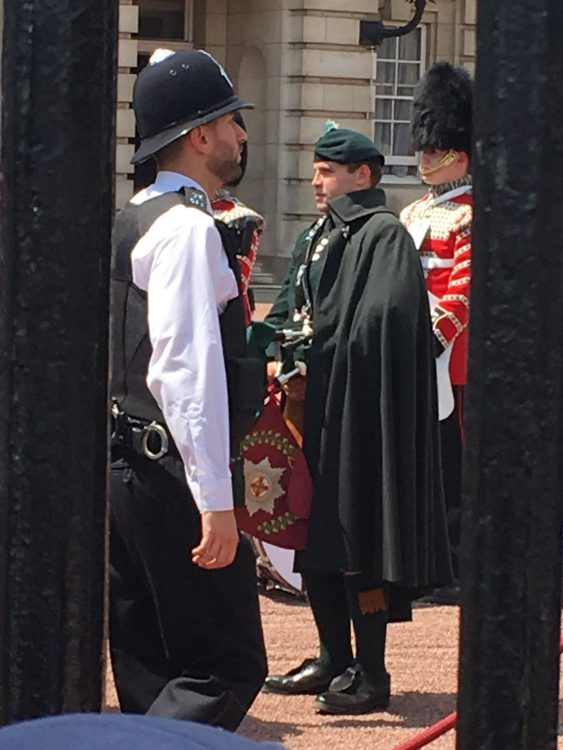 Hot Cross Bagpiper at Buckingham Palace