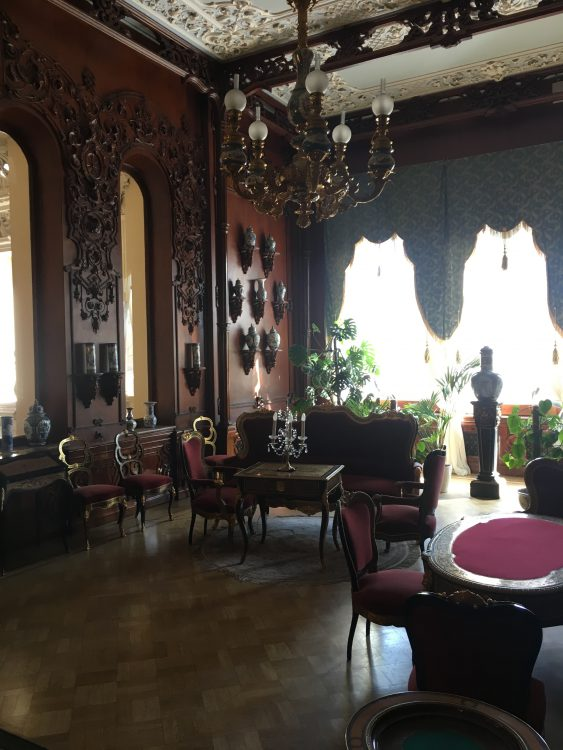 Youssapov Palace: Horrid Wooden Room